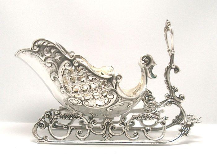 Online veilinghuis Catawiki: Zilveren tafelstuk in de vorm van een arreslee, 20e eeuw