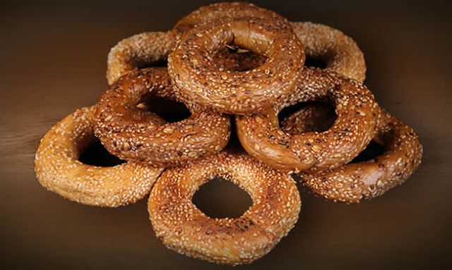 SESAME SEED BAGELS Bagel is a circular bread, typically encrusted with sesame on top. And what is better than sesame bagel? Well, of course, a homemade sesame bagel! That awesome taste of fine baked dough is really hard to resist. Here's a recipe that I've tried on my own.