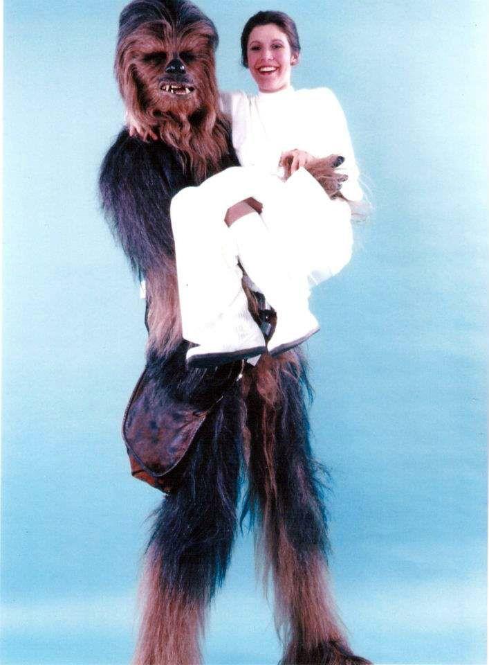 Chewy and Leia.: Chewbacca, Carrie Fisher, Peter O'Toole, Stars, Star Wars, Scene, Photo, Princess Leia, Starwars