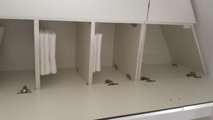 Hoekkasten Woonkamer: Hoekkast hand geschilderd wit. Ikea ...