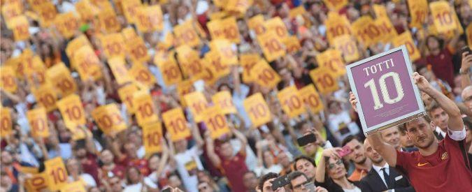 Anche gli angeli del cielo piansero domenica 28 maggio mentre si svolgeva il rito dell'addio di Francesco Totti alla maglia giallorossa. Quel lungo, interminabile, addio – durato quanto un intero campionato di calcio – che ha trasformato l'allenatore Luciano Spalletti nel boia mefistofelico (anche per un certo quale feticismo pilifero) del sogno spezzato di un'eterna …