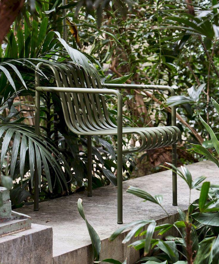 Tuinmeubels die helemaal opgaan in hun omgeving: Palissade Collection by Ronan & Erwan Bouroullec bij HAY.