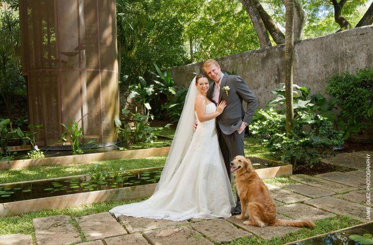 Por supuesto, la foto especial con el mejor amigo del hombre. fotografia de bodas Merida yucatan | hacienda sac chich