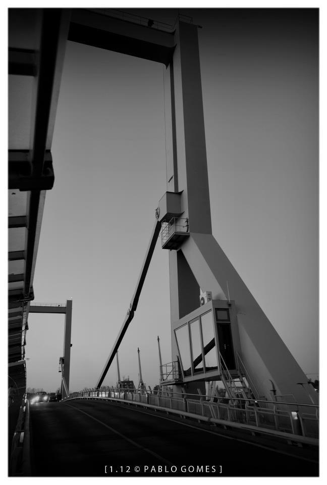 Ponte Móvel de Leixões / Puente Móvil de Leixões / Mobile Bridge of Leixões [2012 - Matosinhos - Portugal] #fotografia #fotografias #photography #foto #fotos #photo #photos #local #locais #locals #cidade #cidades #ciudad #ciudades #city #cities #europa #europe @Visit Portugal @ePortugal @WeBook Porto @OPORTO COOL @Oporto Lobers