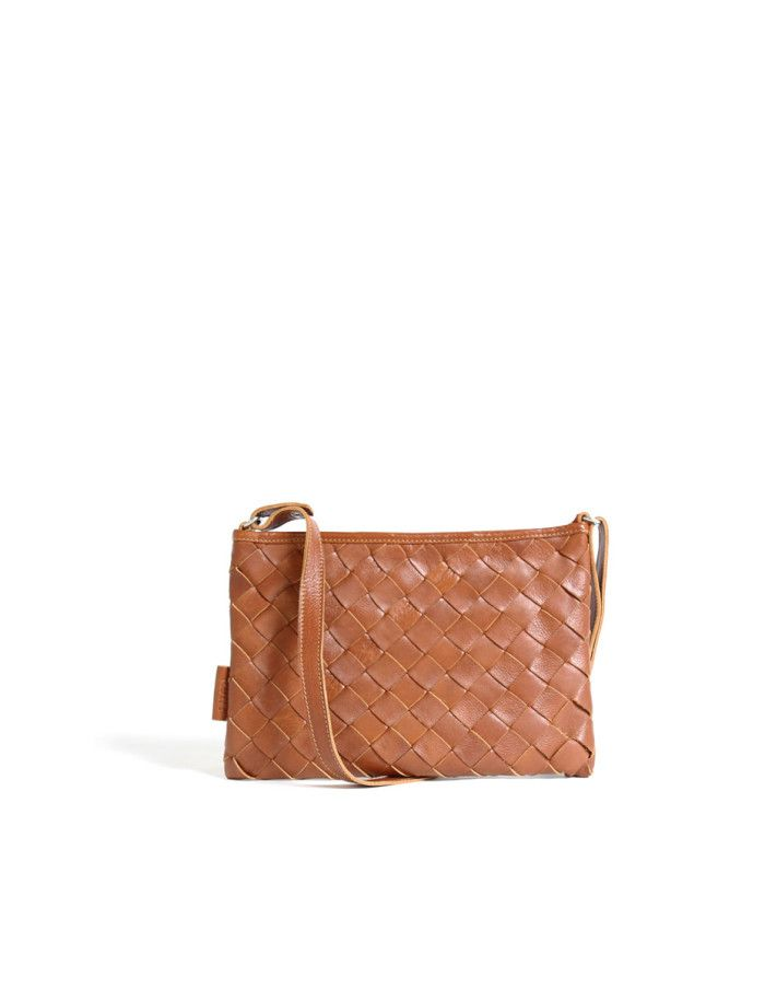 Large LUMI Trine Woven Clutch. This bag is made of certified vegetable tanned, chrome-free leather. Only natural dyes are used during the tanning process.