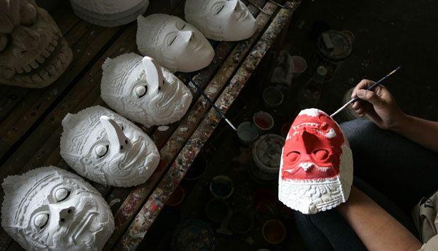 Pembuatan Topeng Khas Malang - DetikForum
