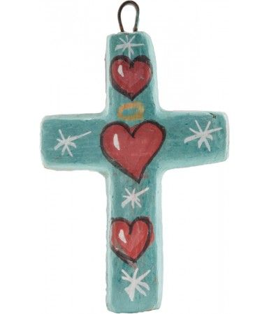 ► De inspiración vintage, a diseño contemporáneo. Esta cruz de barro decorativo es una manera querida para darle vida a cualquier pared. Está hecha y pintada a mano en color azul turquesa con tres corazones rojos y asteriscos blancos. #recuerdos #bautizos