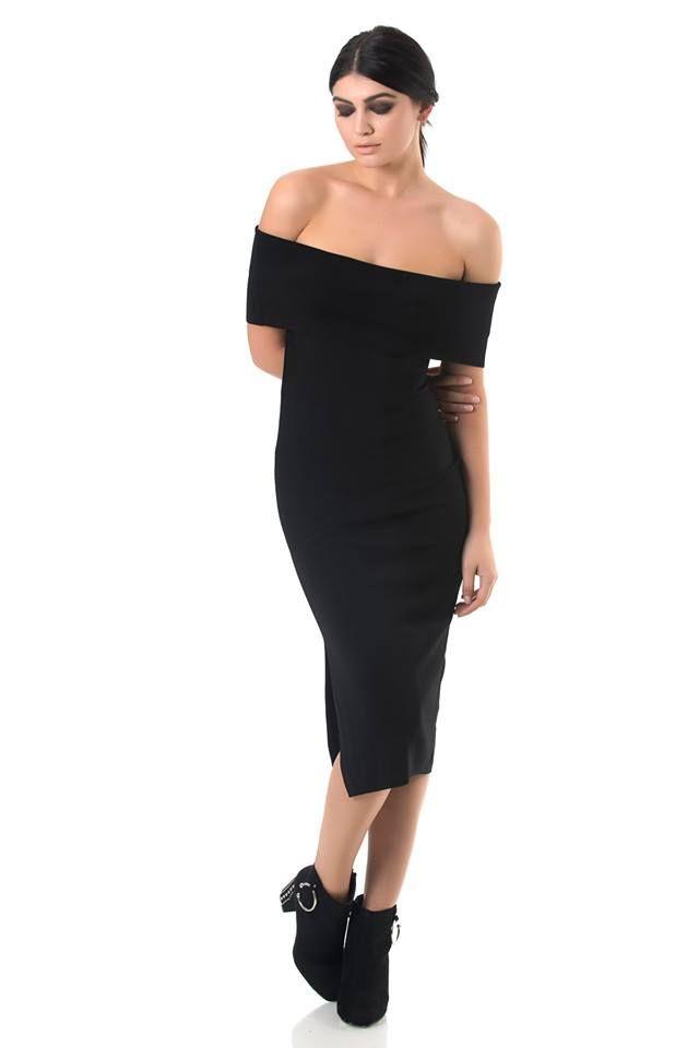 Knitted midi off-shoulder dress. Sleeveless and seamless. Side openings. 55% Viscose. 30% Nylon. 15% Elastane.