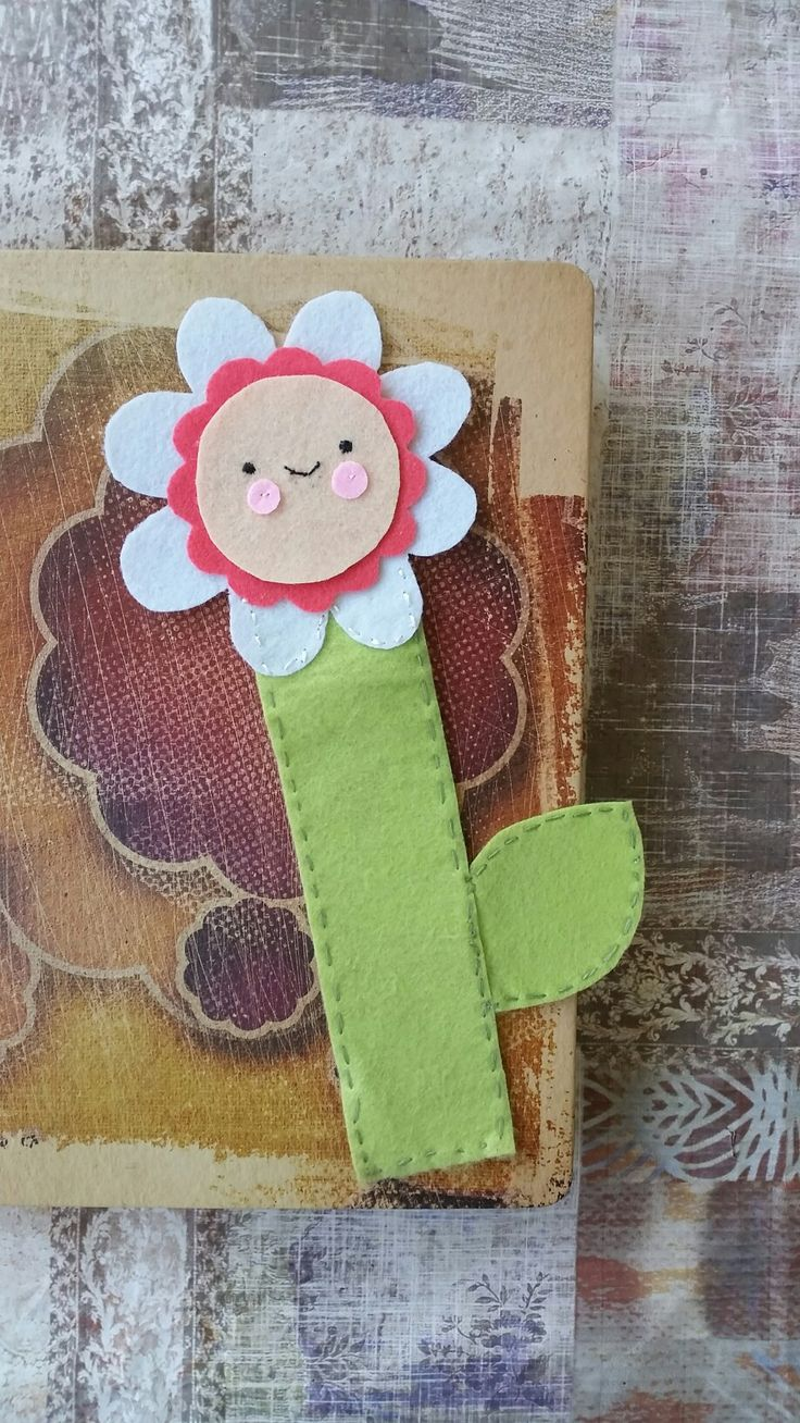 Flower felt bookmark 🌸