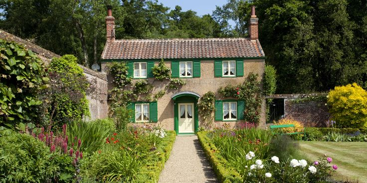 This photogenic charmer happens to be the gardener's cottage at Norwich's Hoveton Hall. We're utterly charmed.
