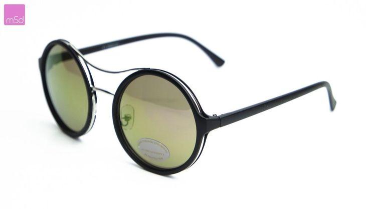 1 X Cool Retro - Sonnenbrille oder John Lennon Brille Runde Gläser         Runde Sonnenbrille mit einem Gestell aus Kunststoff und Metall. Die Brille hat getönte Gläser mit UV-Schutz.     Tragen Sie es sowohl am Strand als auch in der City.     Material:  Material Rahmen: Metall  Kategorie:  3 - starkes Sonnenlicht  UV-Schutz: 100% UV400  Brillengröße:  Bügellänge : ca. 14,5 cm  Gläsergröße: ca. 5,5 cm x 5,5 cm     Mehr Details siehe Bitte Foto****  Vielen Spaß beim Shoppen…