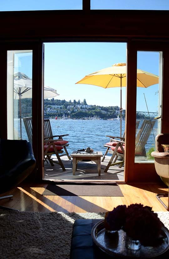 Beautiful patio on the water: Dreams Houses, House Boats, Boats Houses, Apartment Therapy, Houseboats Living, Beaches Houses, Houses Tours, Stunning Houseboats, Houses Boats