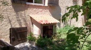 Cache maisonnette (de groupe, climatiseur) dans un jardin Vu par Design Folia
