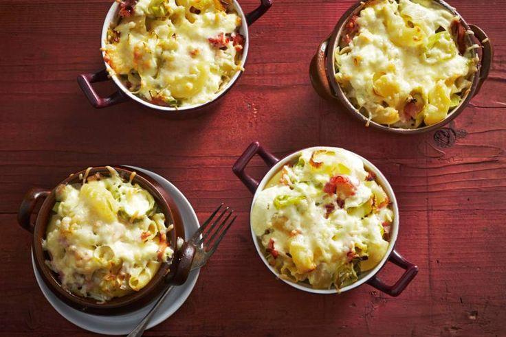 Kijk wat een lekker recept ik heb gevonden op Allerhande! Macaronischoteltjes met kaas, ham en prei