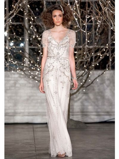 Weddingdress met v-hals van Jenny Packham - Ja, ik wil! De 20 mooiste trouwjurken van Bridal Fashion Week