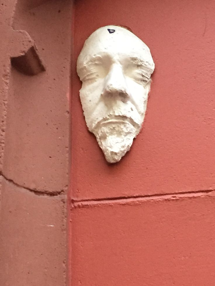 This is a work by Scots sculptor, Wiiliam Gibb Forsyth, loosely and colloquially titled, 'The Heid', after the artist's own image, placed with apparent randomness around the city and county of Dublin