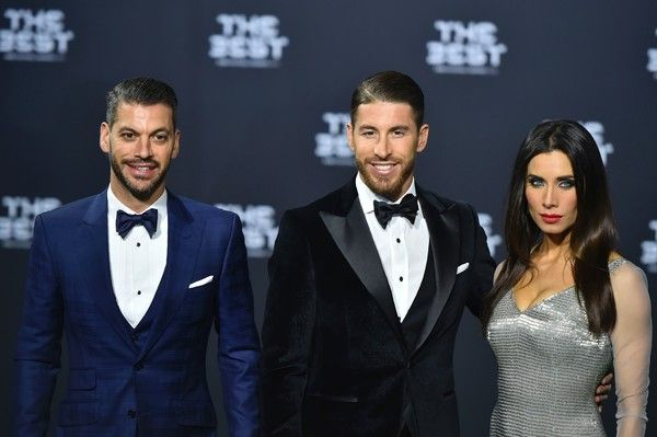Real Madrid and Spain's defender Sergio Ramos (C), his wife, Spanish TV presenter Pilar Rubio, and his brother Rene Ramos pose as they arrive for The Best FIFA Football Awards 2016 ceremony, on January 9, 2017 in Zurich. / AFP / MICHAEL BUHOLZER