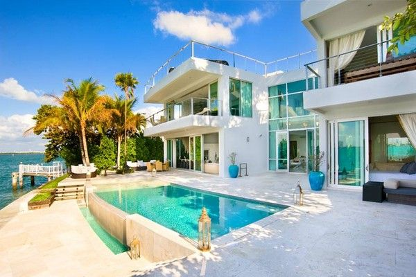 Spectacular Waterfront Residence with Infinity Pool in Miami Beach