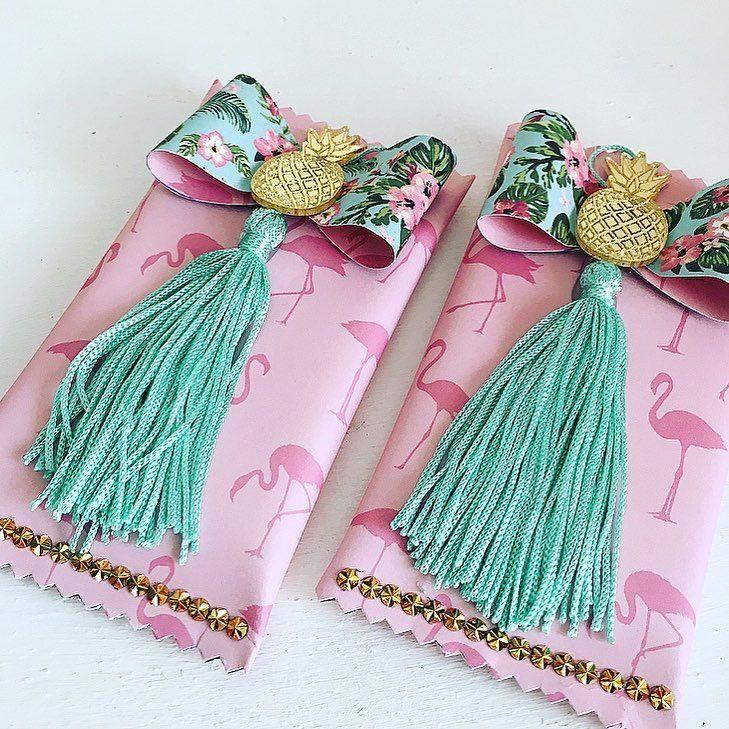 chocolate decorado com papeis tema flamingos
