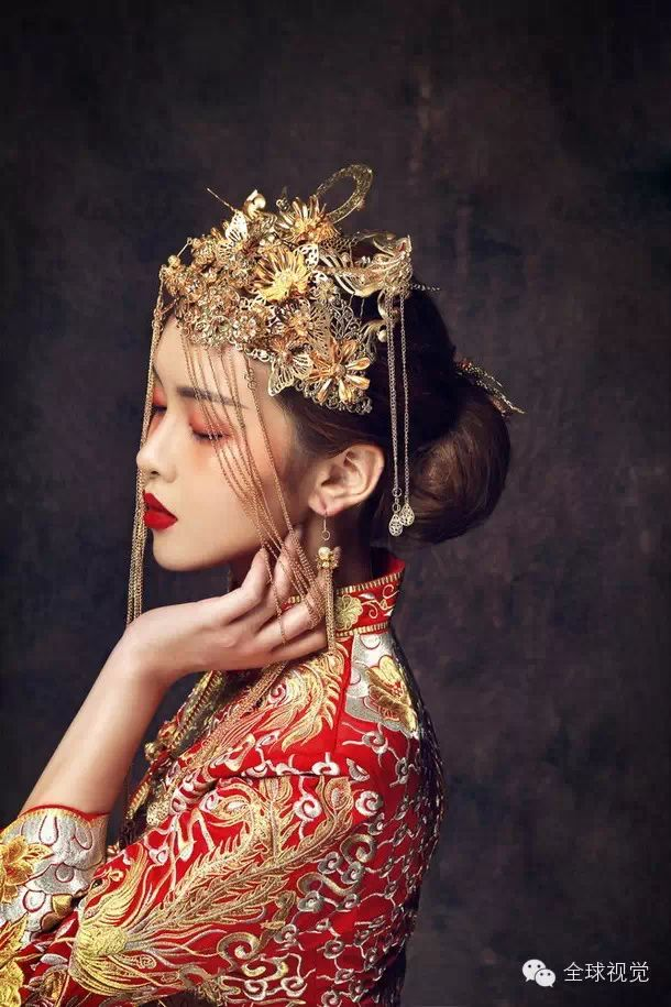"☆Traditional Chinese Wedding Gown  ""Qun Kwa"" And Headwear"
