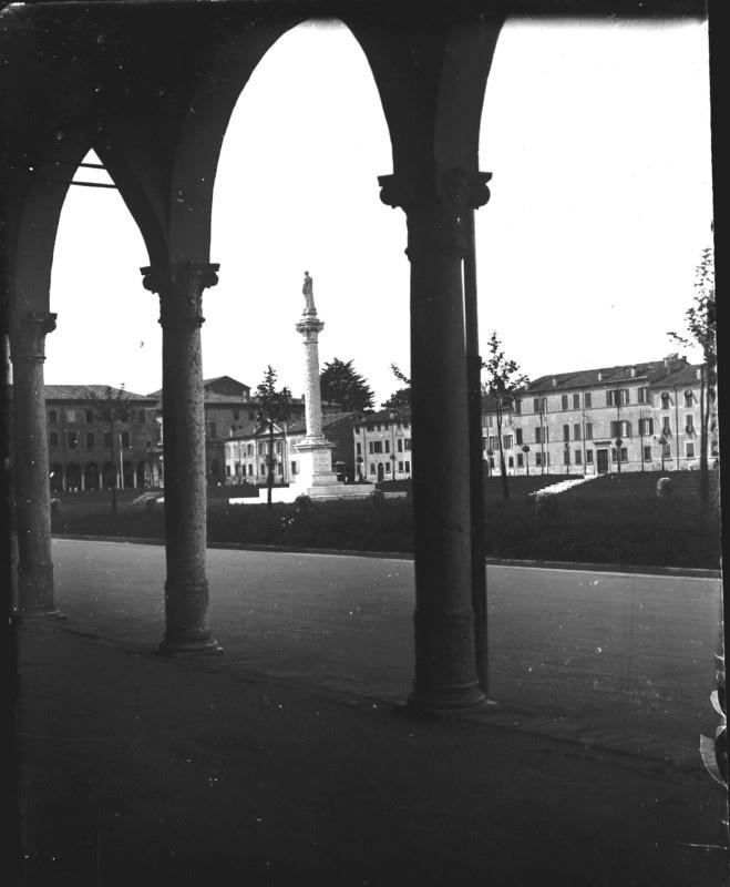 Piazza Ariostea, ambrotipia.