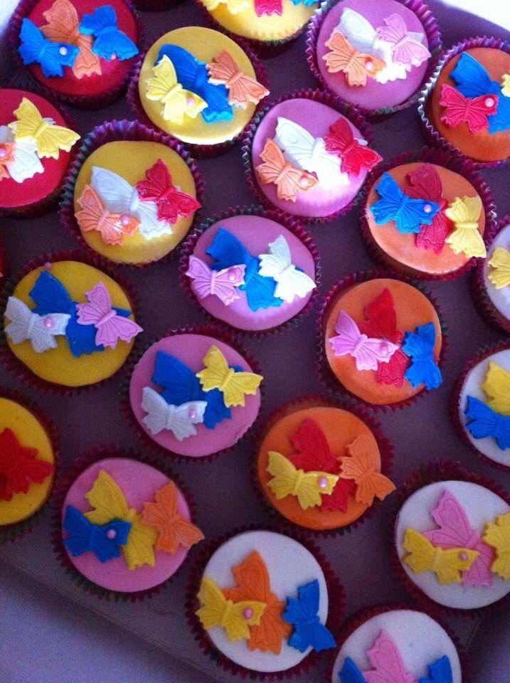 Vrolijke Cupcakes met vlinders van marsepein; voor jongens of meisjes Sweet & Treats op Facebook