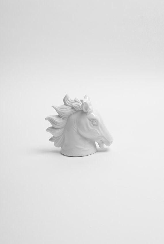 El Dax en blanco - blanco Faux mesa pequeña escultura caballo superior cabezal - arte equina - caballos - caballos busto