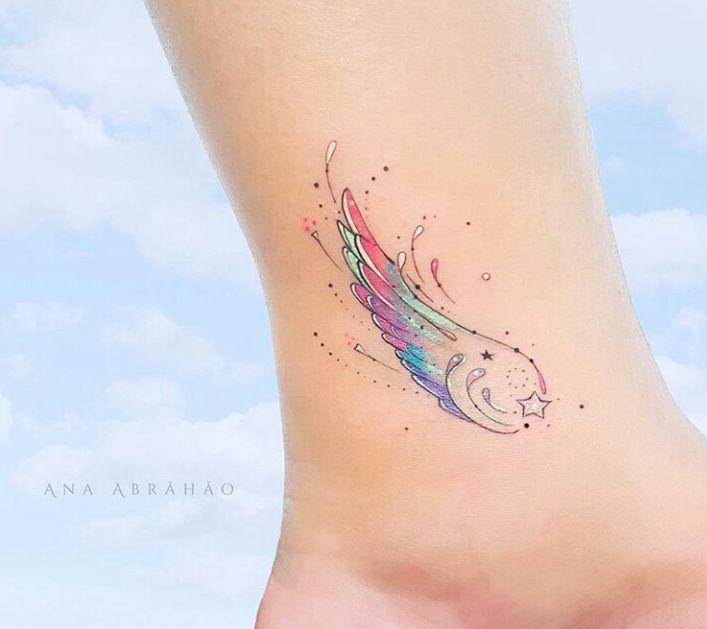 As Tatuagens Delicadas e Minimalistas de Ana Abrahão
