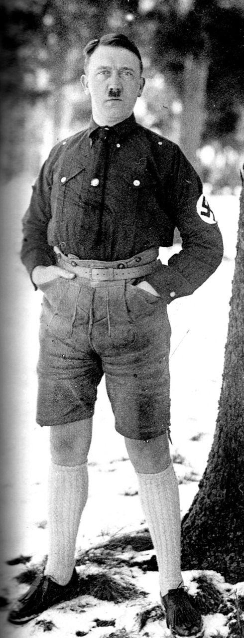 Hitler en short - http://www.2tout2rien.fr/hitler-en-short/