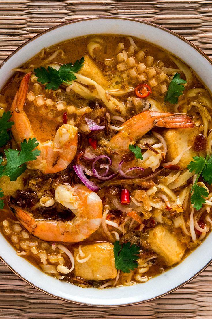 Singapore Laksa Recipe – How to Make a Spicy Coconut Curry Noodle Soup via @grantourismo