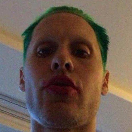 Pin for Later: Jared Leto verwandelt sich in den Joker - seht ihn mit grünen Haaren!