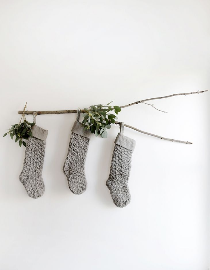 DIY Branch Stocking Display @themerrythought