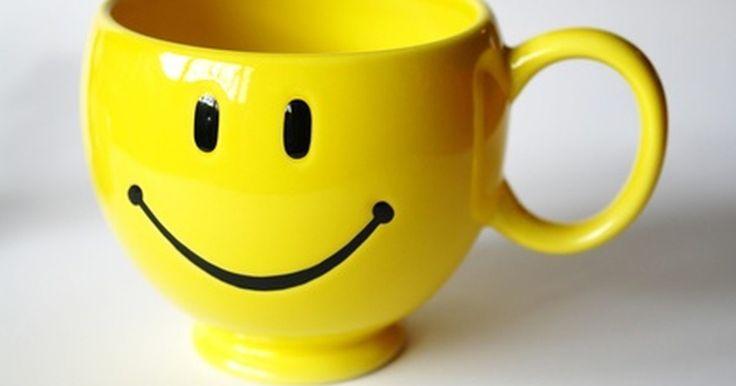 Cómo hacer un emoticón sonriente y ruborizado. Al charlar en línea con la gente, algunas veces es necesario transmitir el tono de lo que estás diciendo a través del uso de emoticones. Todos conocen las caras felices y tristes, pero también puedes hacer una cara sonriente y ruborizada para indicar cuando estás solamente un poco avergonzado. Aprende a hacer esta cara y así podrás agregarla a tu ...