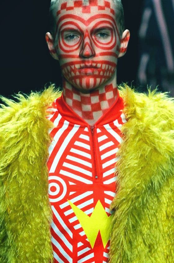 (FALL/WINTER 2014/15 MENSWEAR) / Walter Van Beirendonck.  We cannot say clearly which color breaks the other. The interphase white and orange create an obvious geometric look.