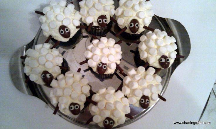 Shaun the Sheep cupcakes w mini marshmallows, mikado & Kinder Schokobons