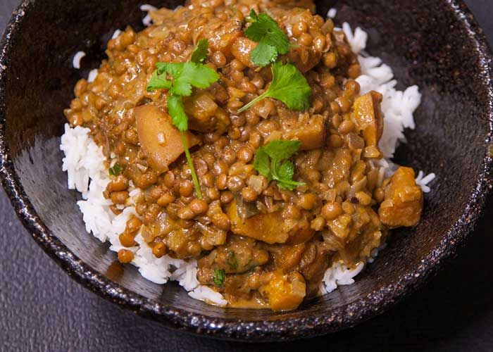 Zola Nene shows us how to make this delicious & vegan Pumpkin and lentil curry recipe!