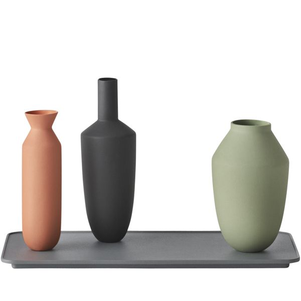 The Balance vases by Muuto seem to magically stay in an upright position. No magic is needed, there is a strong magnet that locks the vases.