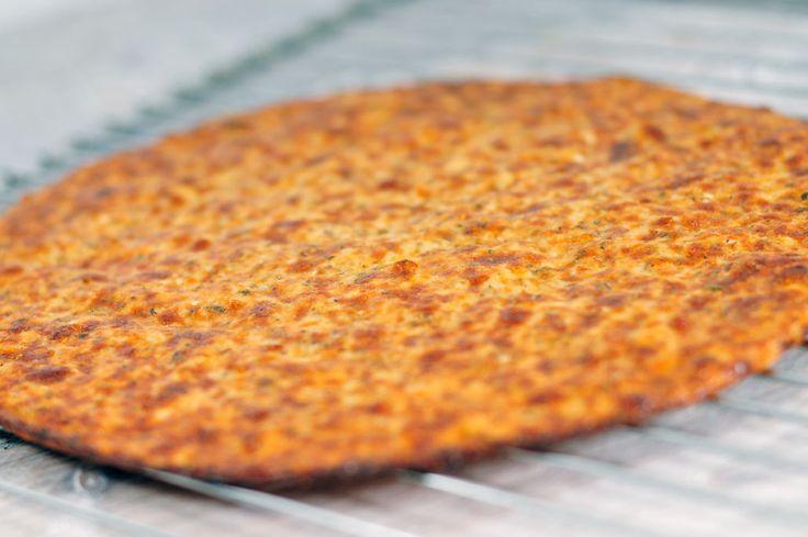 Gezonde pizzabodem maken | koolhydraatarm - http://www.mytaste.nl/r/gezonde-pizzabodem-maken--koolhydraatarm-3146101.html