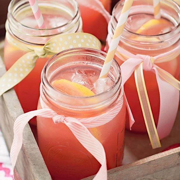 Σπιτική ροζ λεμονάδα: Η τέλεια επιλογή για τα ζεστά απογεύματα του καλοκαιριού!