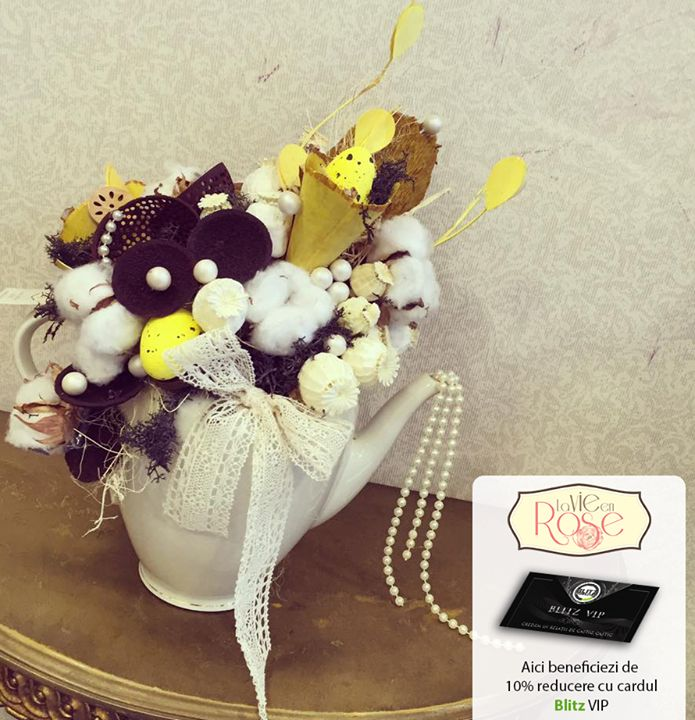 """De Paște la partenerii noștri La Vie en Rose găsești buchete creative și încântătoare cu ajutorul cărora vei atrage cu siguranță privirile musafirilor tăi!  Mai mult dacă ești posesor al cardului beneficiezi de 10% discount așadar ai un motiv în plus pentru a-ți întâmpina oaspeții cu casa plină de flori!  Pe www.blitz.ro/vip la categoria """"florării și peisagistică"""" găsești toate detaliile."""