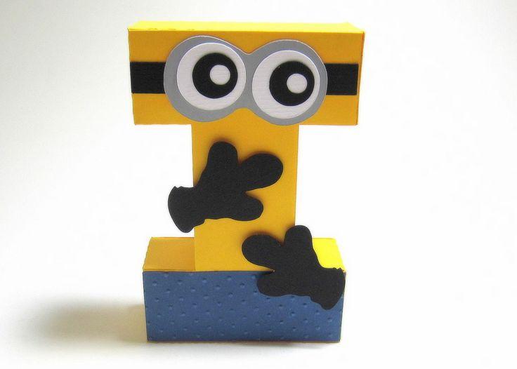Letra 3D MINIONS decorada feita em papel especial com apliques.