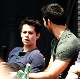 LOVE this GIF!!!!!!!!!! Tyler catching Dylan's microphone!!!!!!