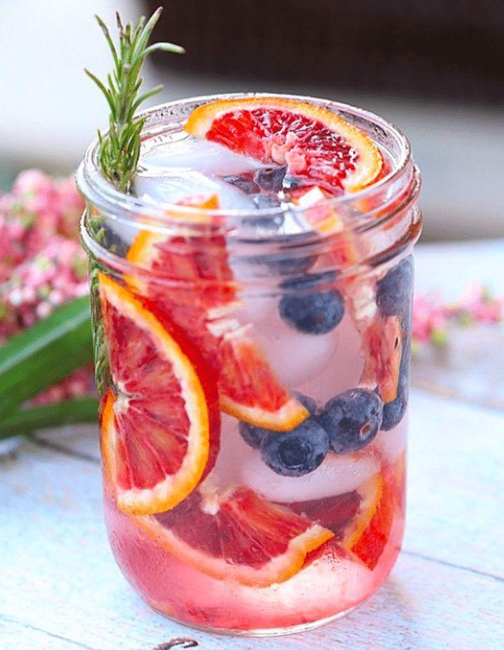 Por lo general, una dieta saludable nos pide consumir al menos 2 litros de agua al día para mantenernos llenas, mejorar la digestión, eliminar...