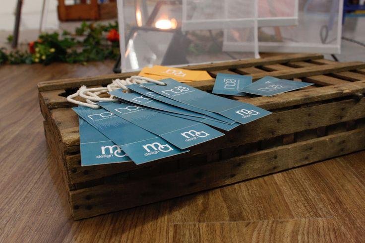 Eléments de communication : étiquette et carte de visite de la marque Noé, identité visuelle personnelle et plaque gravé à l'aide d'une commande numérique laser pour identifier le projet.    Sujet de diplôme - Année 2015/2016