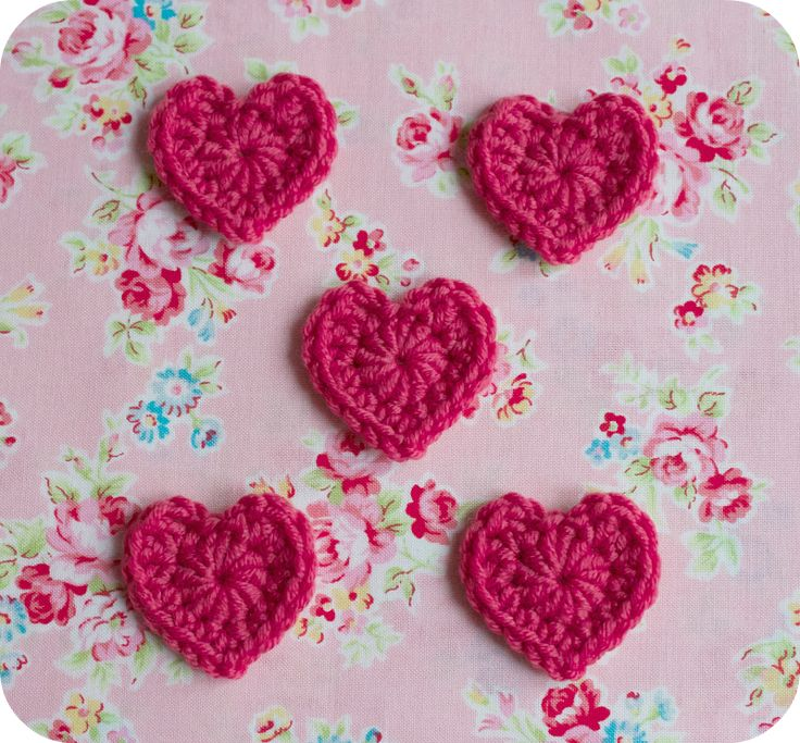 Free pattern for Diddy Hearts @ Pink Milk, free tute, thanks so xox  ☆ ★   https://www.pinterest.com/peacefuldoves/