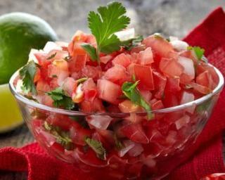 Salsa folle sucrée-salée de tomate à la menthe : http://www.fourchette-et-bikini.fr/recettes/recettes-minceur/salsa-folle-sucree-salee-de-tomate-la-menthe.html