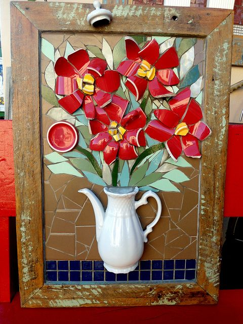Mosaic vase by Solange Piffer        #mosaic #flowers