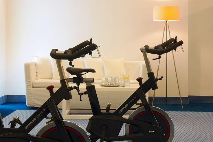 It is nice to get a good workout early in the morning to start your day with energy! http://www.petasos.gr/experiences/recreation/fitness-center/ #PetasosBeach #Mykonos #PlatisGialos #Petasos #Beach #Summer2017 #Summer #SummerHolidays #SummerVacation