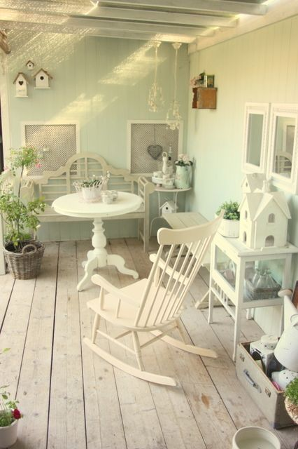 Just some pictures of my garden and my porch to inspire you :) Shabby Chic it is!  Love, C   Gewoon wat fot...