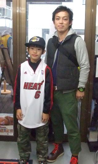 【新宿2号店】 2012年11月18日 レブロン・ジェームズ選手が好きなバスケット少年です  コービー・ブライアント選手と悩みましたが、コチラを購入!